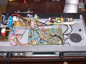 BITX20 dans une boîte récupérée d'un lecteur VCD