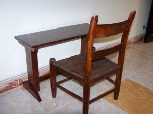 Petite table en bois et chaise