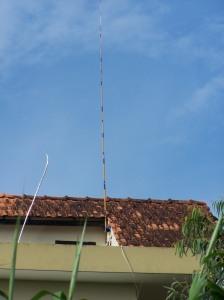 Antenne canne à pêche sur le toit de ma maison